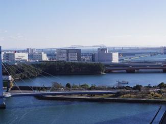 南西側バルコニーからは東京ゲートブリッジが望めます。