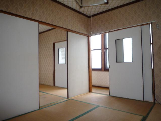 2階 ふすまを閉めても良いし、開けて広く使用しても大丈夫