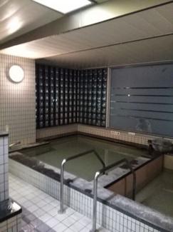 共用部分3階にある男女別の温泉大浴場(毎日利用可一部時間で清掃により入れない時間があります。) サウナあり(オフシーズンは日曜祭日のみ使用可)