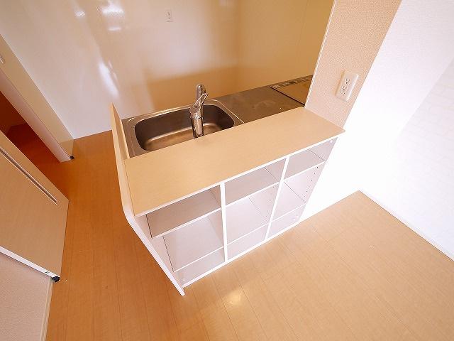 収納棚にもなるキッチンカウンター