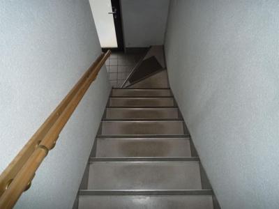 建物の内階段です。