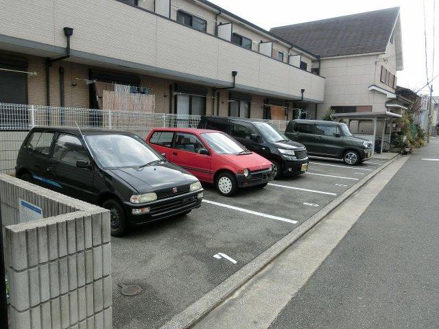 フジパレス八尾 駐車場