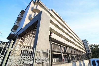 JR奈良線『新田駅』徒歩10分 近鉄にもアクセス可能マンション「エスリード宇治広野」7階建て。