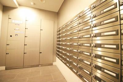集合ポスト、宅配BOXがありますので留守がちなご家庭でも安心便利。