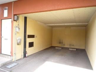 専用玄関、広い車庫