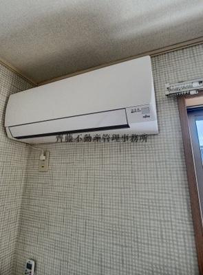 エアコンがあるのでリビングで生活しやすくなります♪