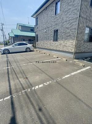 【駐車場】サントレージュ