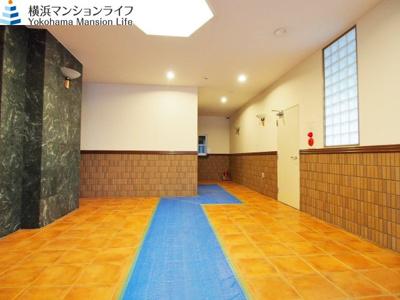 訪れた人を迎えるのはゆったりとしたエントランスホールです。