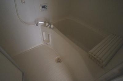 広々とした浴室。追い炊き機能付き。