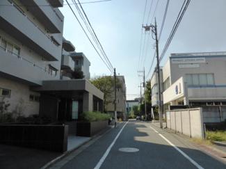 世田谷区経堂 投資用マンション グランドベイス経堂レジデンス 前面道路