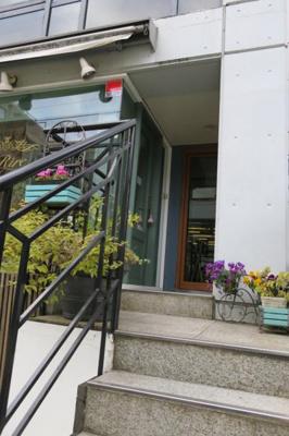 さくらハウス 建物入口からの階段