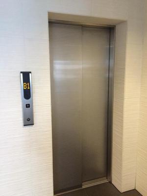 アクシア広尾のエレベーターホールです。