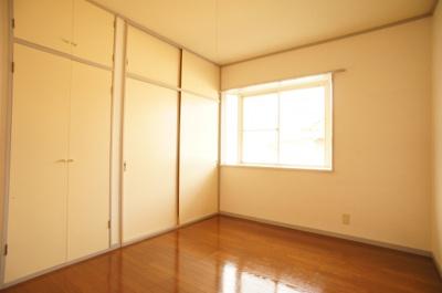 収納豊富な洋室♪