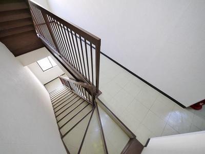 階段はこちらです