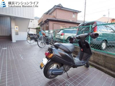 駐輪スペース有りますので毎日のお買い物に便利です。