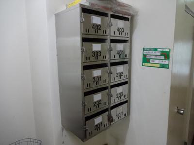上山ビル メールボックス