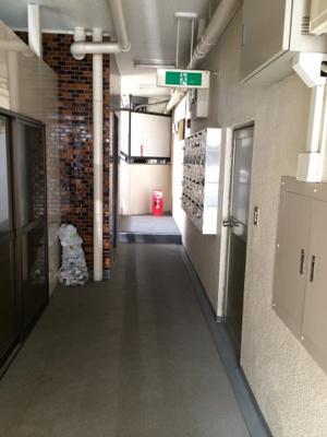 恵比寿台ハイツの共用廊下です。