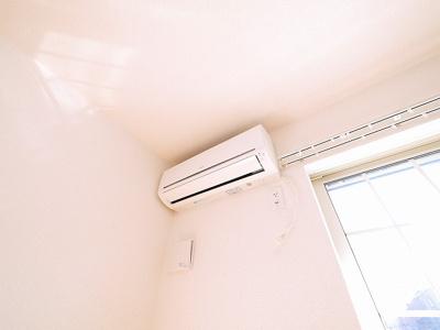 1台で快適に生活できるエアコン付き