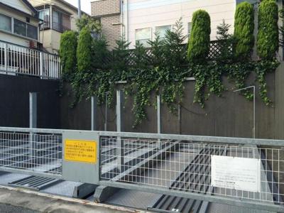 カスタリア恵比寿の駐車場です。