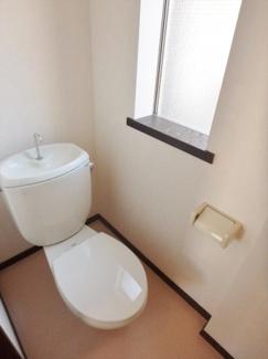 換気窓付き、明るいおトイレ!