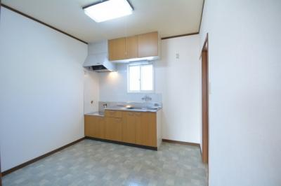 窓付きキッチン