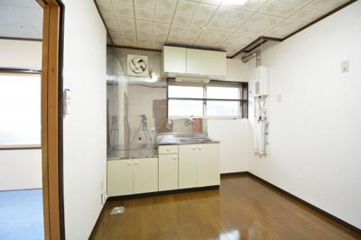 キッチンでお料理をお楽しみください 窓付き