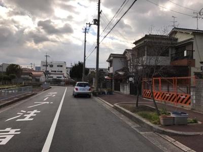 【前面道路含む現地写真】グラッド・タウン灰塚