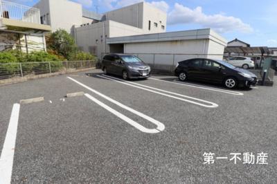 【駐車場】エステート 社