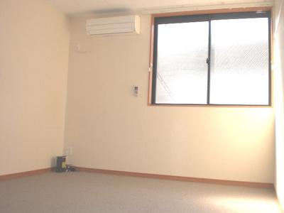 同タイプ居室:TV、ローテーブル付です。
