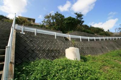 【前面道路含む現地写真】沖縄県南城市佐敷字小谷小谷原