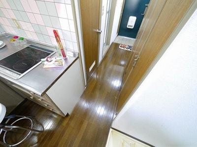 キッチンから玄関を見たらこんな感じです!
