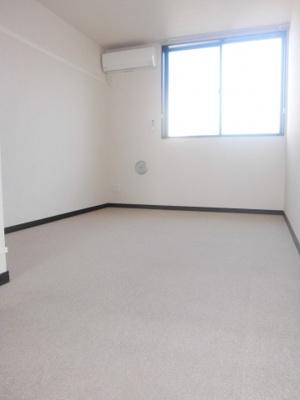 2階LDK、2階はカーペット状になっています。
