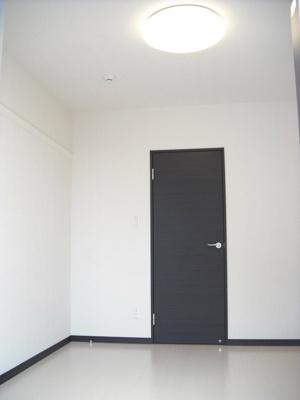 1階洋室、フローリング。