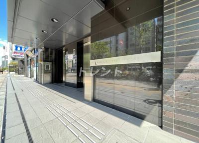 【エントランス】コンフォリア東新宿ステーションフロント