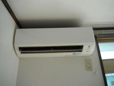 1年中快適に過ごせるエアコン付き。
