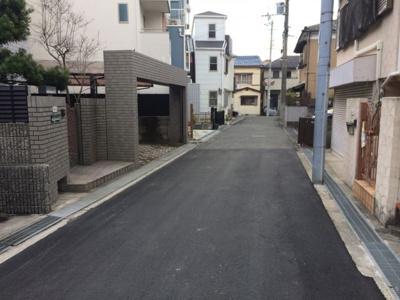 【前面道路含む現地写真】東奈良1丁目中古2世帯住宅