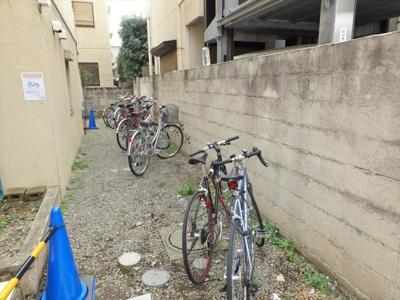 自転車駐輪場もございます