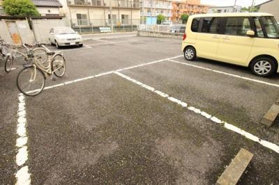 敷地内駐車場完備♪