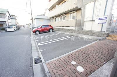 【駐車場】ファミリースクエア