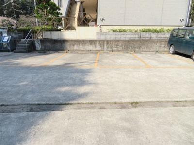 駐車場は各室1台分ご用意できます!不要の方は駐車場代3,000円が不要!