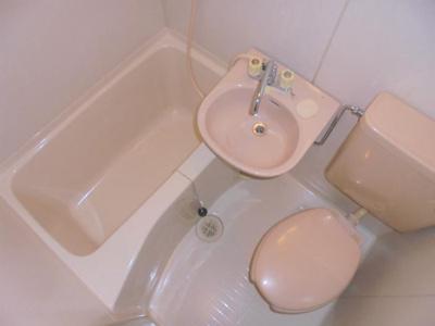 洗面器・トイレ付き
