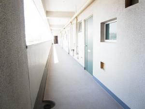 世田谷区池尻3丁目 リノベーションマンション 「駒場ネオパレス」 廊下部分