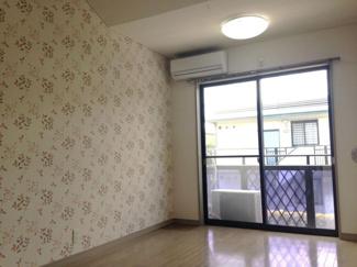 おしゃれ壁紙※209号室は葉っぱがらです♪明るい印象です♪