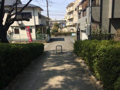 元茨木川緑地に面する。