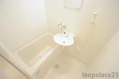 2点ユニットタイプ、浴室換気乾燥機付き 同タイプ室内※参考写真