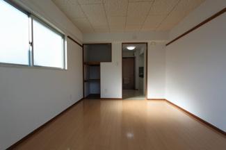 角部屋なので2面採光で明るいお部屋