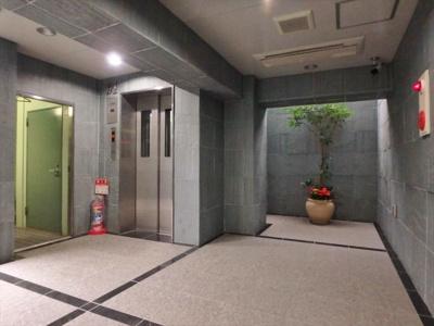 エレベーターホールはエアコン完備で24時間快適です