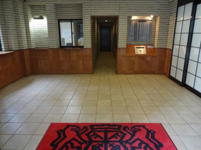 ライオンズステーションプラザ入谷 広々としたエントランスホール 管理人もおり、管理体制良好です!