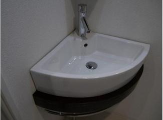 【コンフォリア扇町】明るい洗面所です