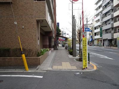 セザール根岸 物件前 尾竹橋通り沿いの物件で夜道安心!